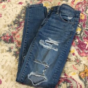 Ripped High Wasted Jeans